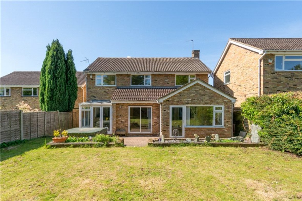 4 Bedrooms House For Sale in Falstaff Gardens, St. Albans, Hertfordshire - View 2 - Collinson Hall