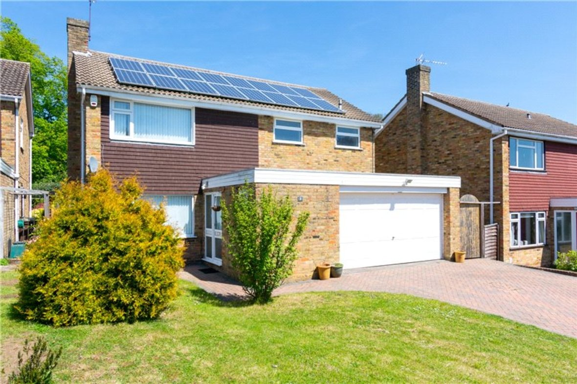 4 Bedrooms House For Sale in Falstaff Gardens, St. Albans, Hertfordshire - View 1 - Collinson Hall