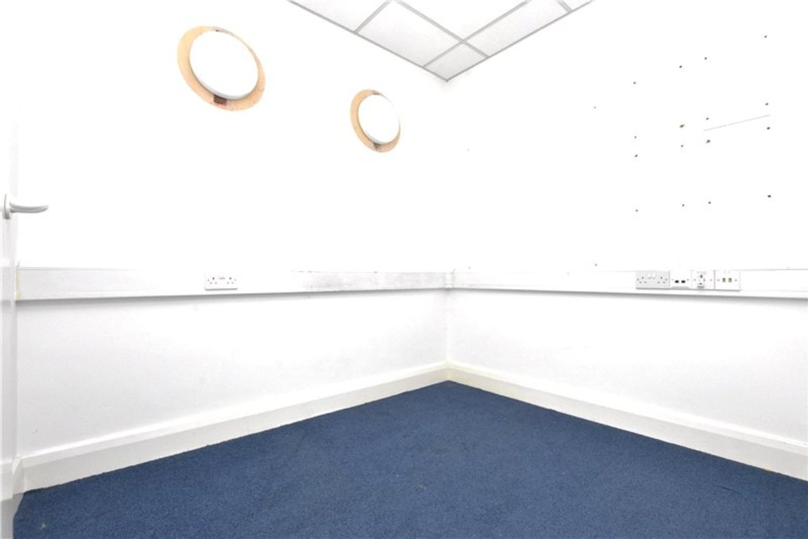 Commercial property Let in London Road, St. Albans, Hertfordshire - View 5 - Collinson Hall