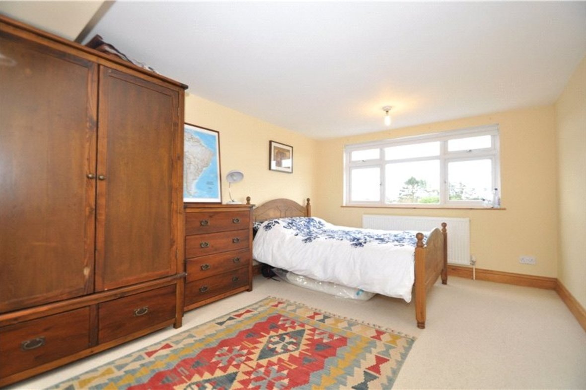 4 Bedrooms House Sold Subject To Contract in Oakwood Drive, St. Albans, Hertfordshire - View 13 - Collinson Hall