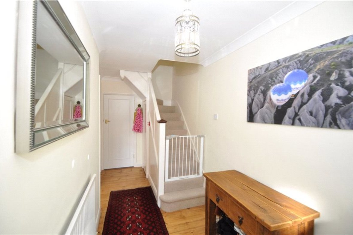 4 Bedrooms House Sold Subject To Contract in Oakwood Drive, St. Albans, Hertfordshire - View 8 - Collinson Hall