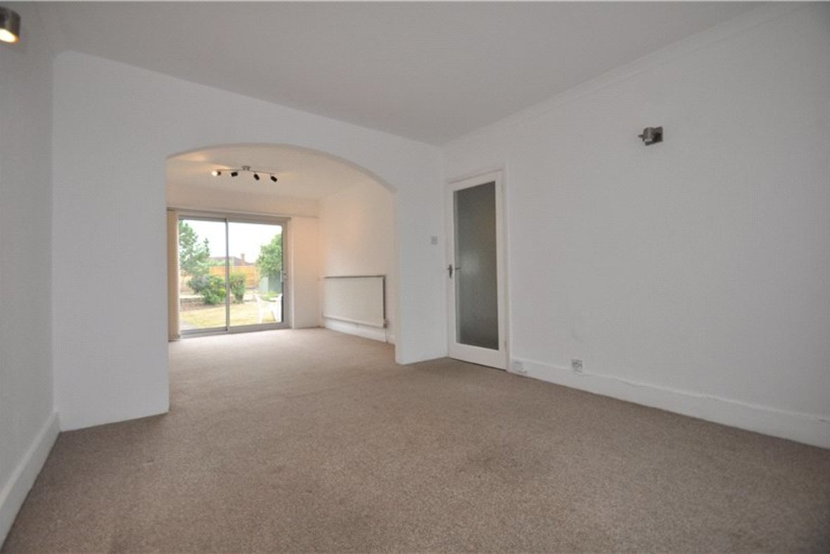 2 Bedrooms Bungalow New Instruction in Stanley Avenue, St. Albans, Hertfordshire - View 4 - Collinson Hall
