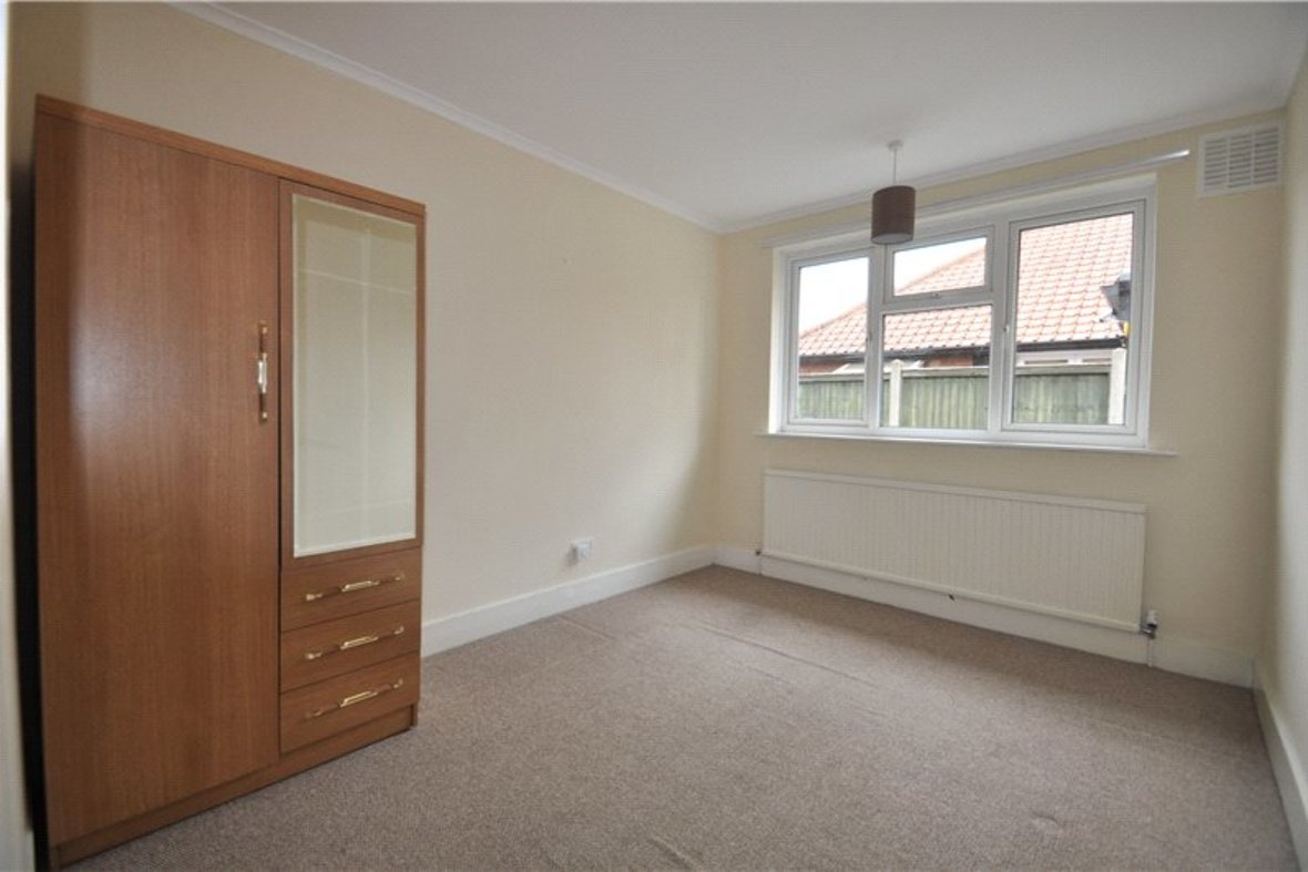 2 Bedrooms Bungalow New Instruction in Stanley Avenue, St. Albans, Hertfordshire - View 7 - Collinson Hall