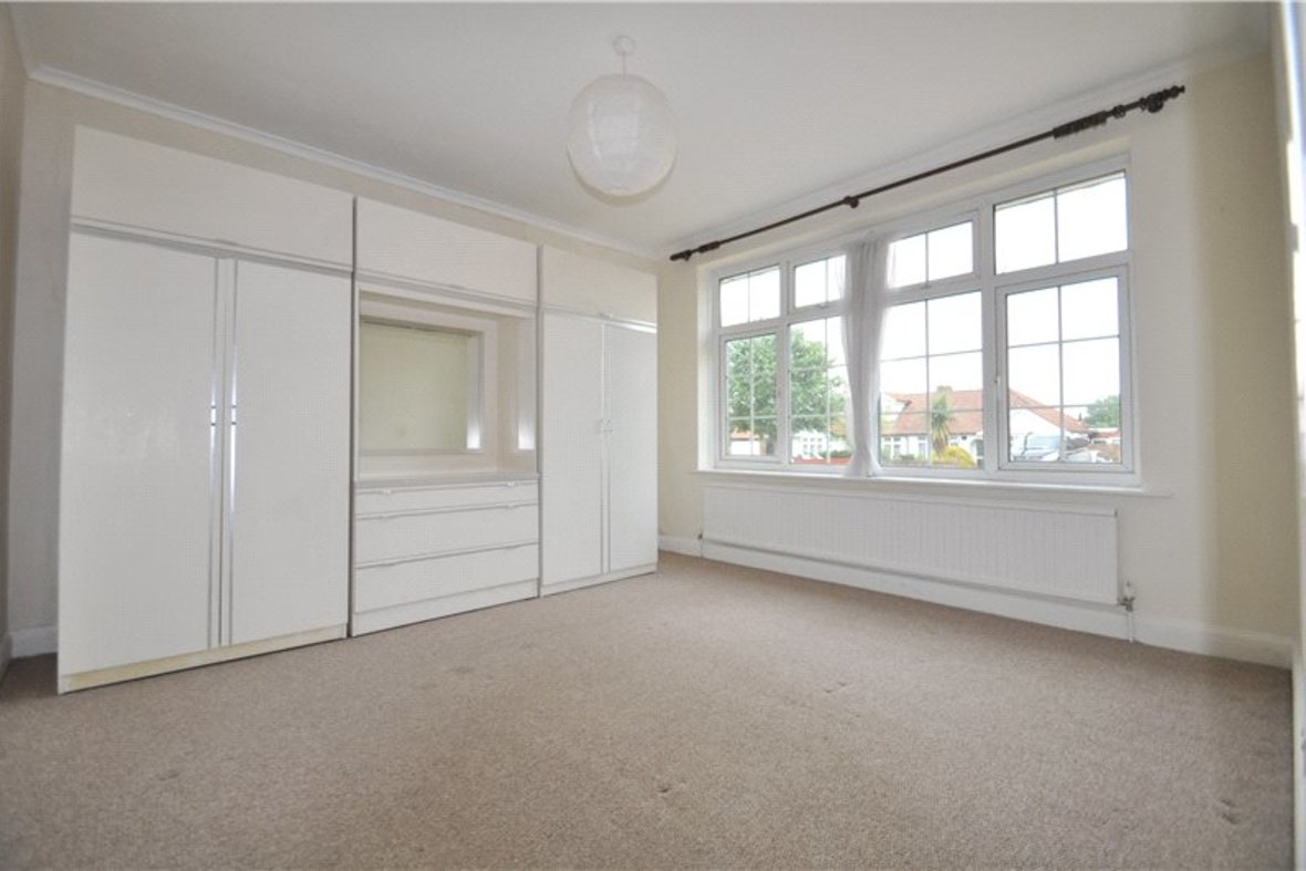 2 Bedrooms Bungalow New Instruction in Stanley Avenue, St. Albans, Hertfordshire - View 2 - Collinson Hall