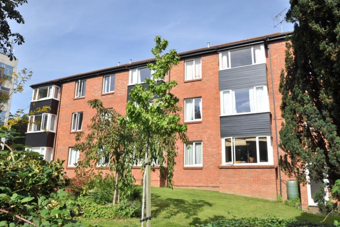2 Bedrooms Apartment New Instruction in Avondale Court, Upper Lattimore Road, St. Albans, Hertfordshire - View 1 - Collinson Hall