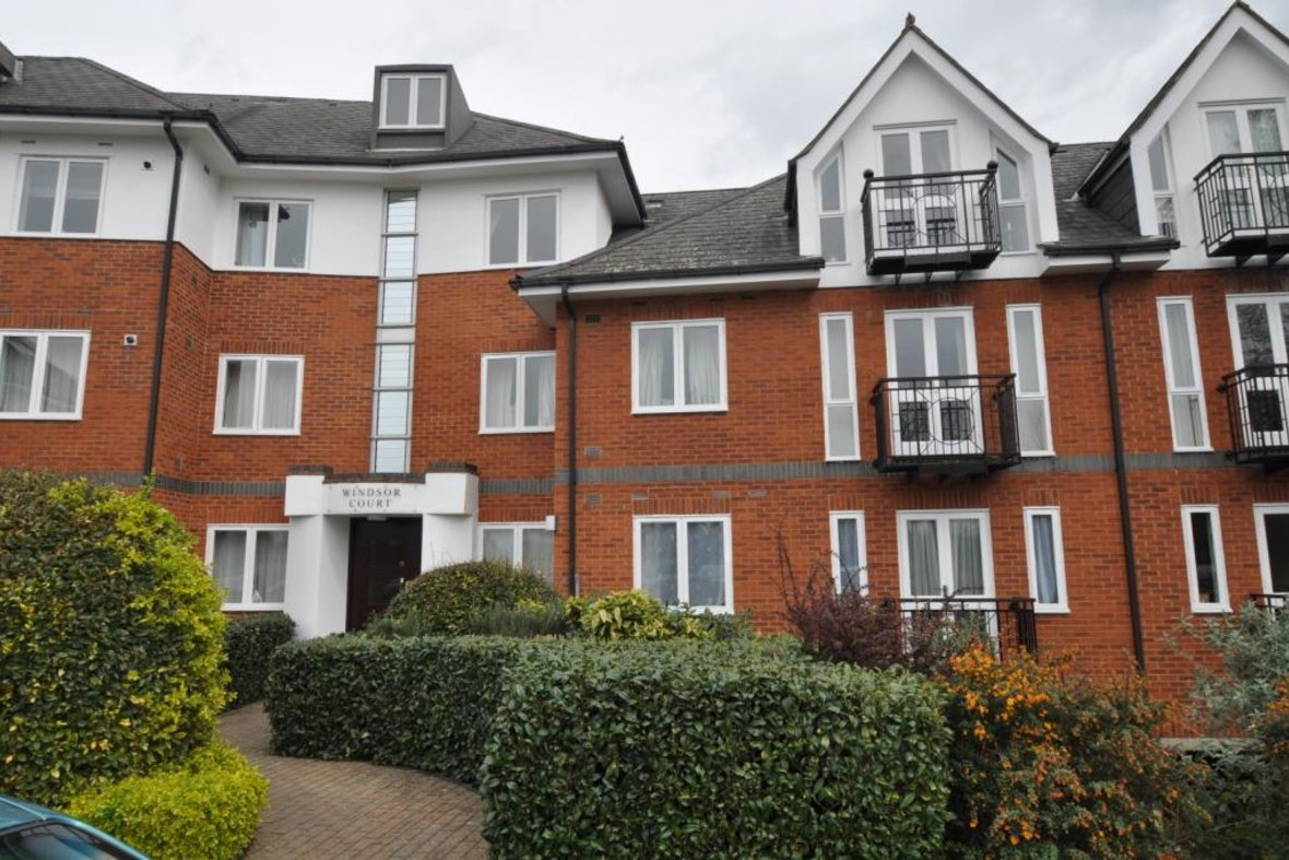 2 Bedrooms Apartment Let in Windsor Court, Park View Close, St. Albans, Hertfordshire - View 1 - Collinson Hall