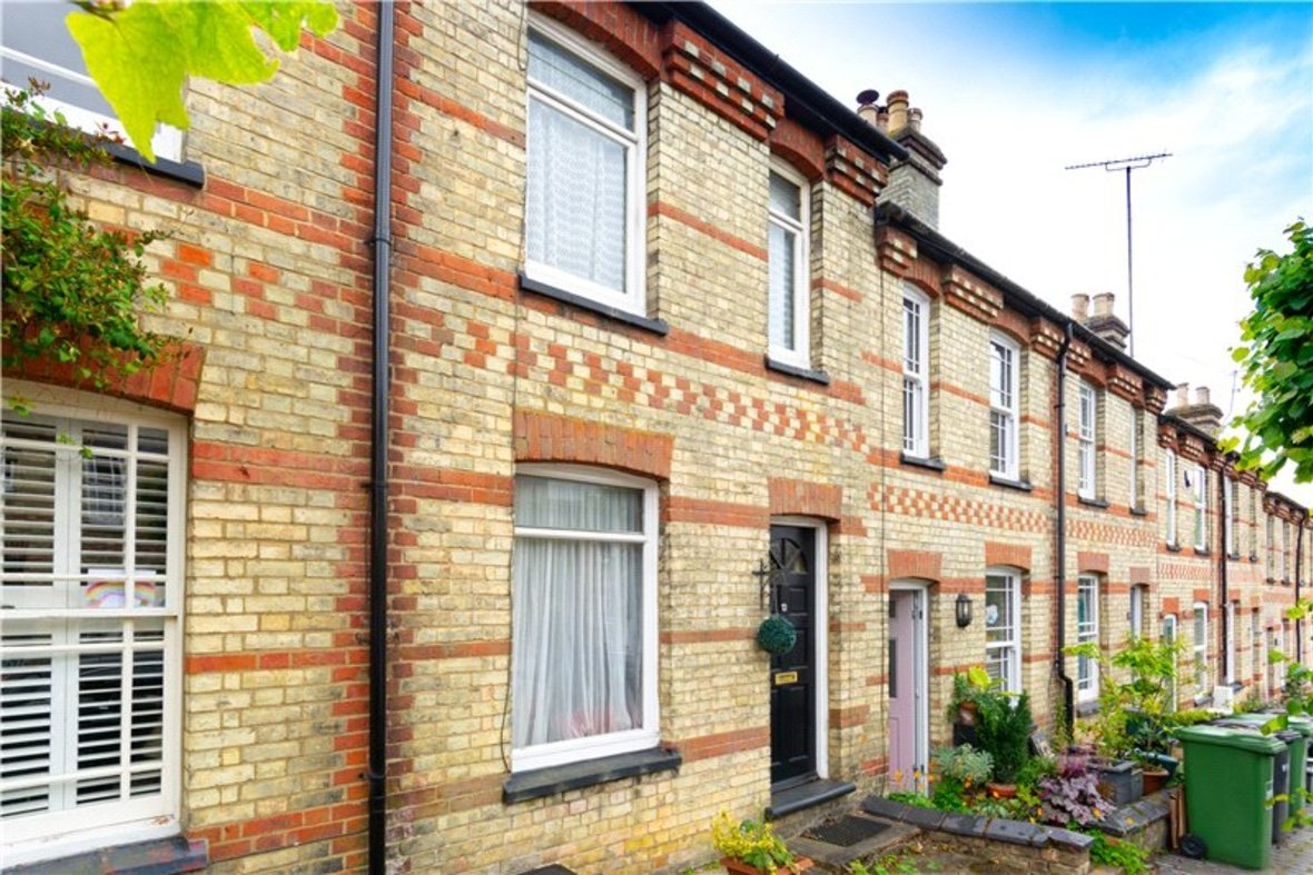 2 Bedrooms House For Sale in Thornton Street, St. Albans, Hertfordshire - View 2 - Collinson Hall