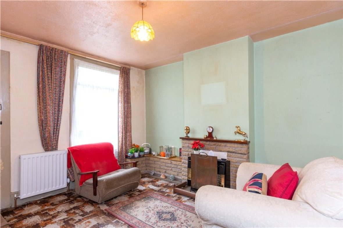 2 Bedrooms House For Sale in Thornton Street, St. Albans, Hertfordshire - View 3 - Collinson Hall