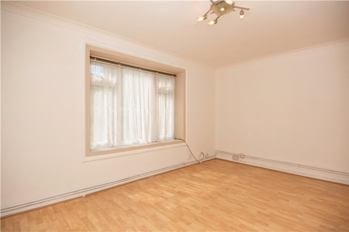 2 Bedroom Maisonette For Sale in Wallingford Walk, St. Albans, Hertfordshire - View 5 - Collinson Hall