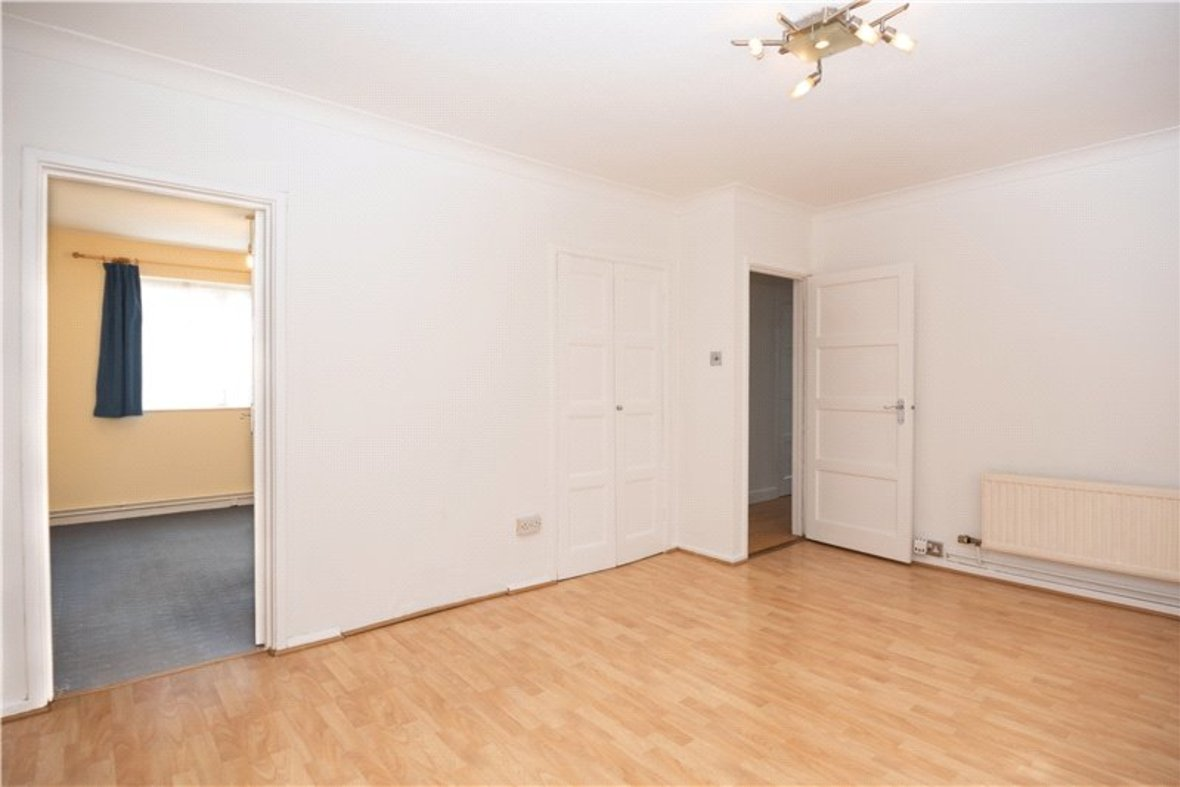 2 Bedroom Maisonette For Sale in Wallingford Walk, St. Albans, Hertfordshire - View 6 - Collinson Hall