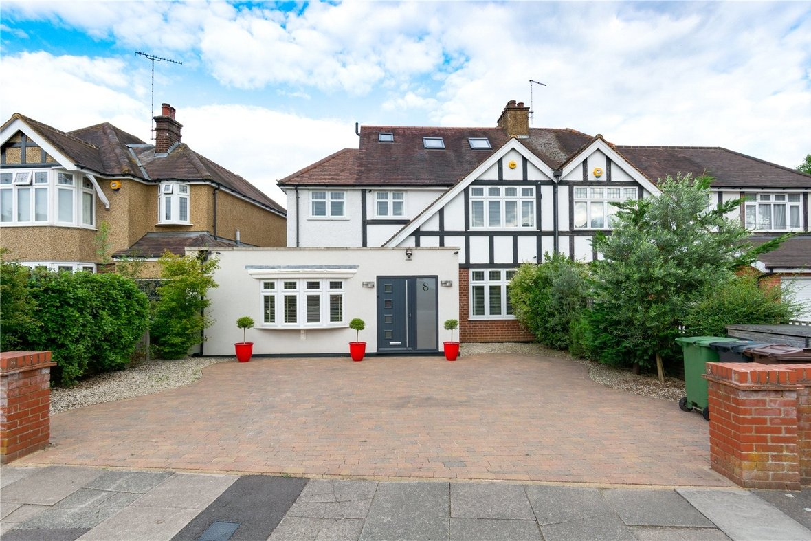 4 Bedroom House For Sale in Gurney Court Road, St Albans, Hertfordshire - View 1 - Collinson Hall