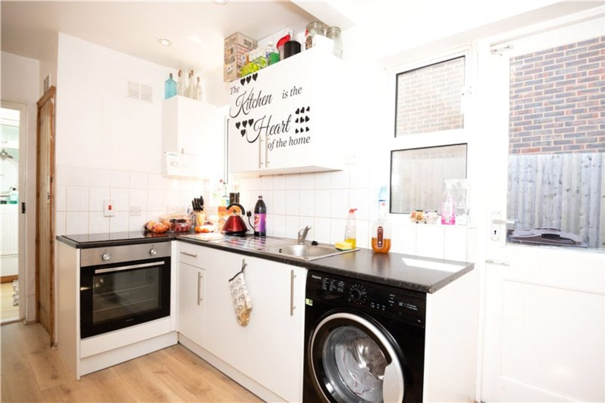 2 Bedrooms House New Instruction in High Street, Sandridge, St. Albans, Hertfordshire - View 4 - Collinson Hall