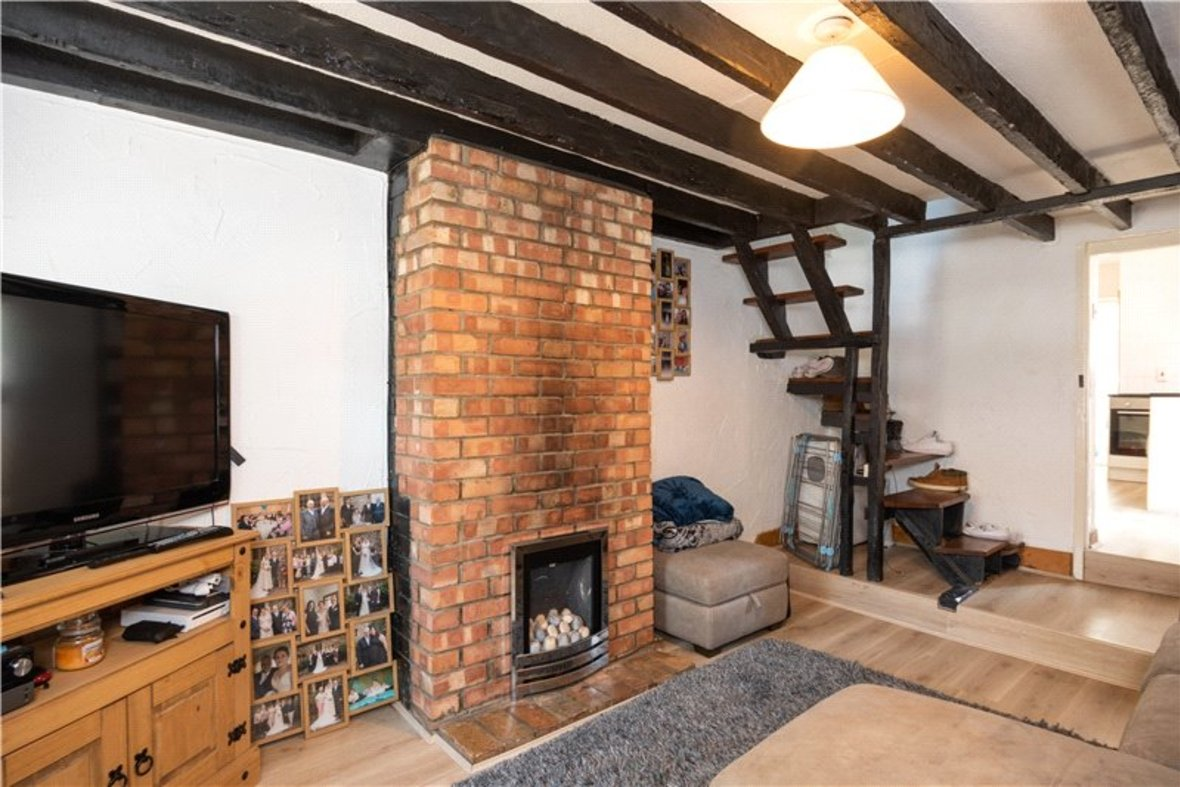 2 Bedrooms House New Instruction in High Street, Sandridge, St. Albans, Hertfordshire - View 2 - Collinson Hall