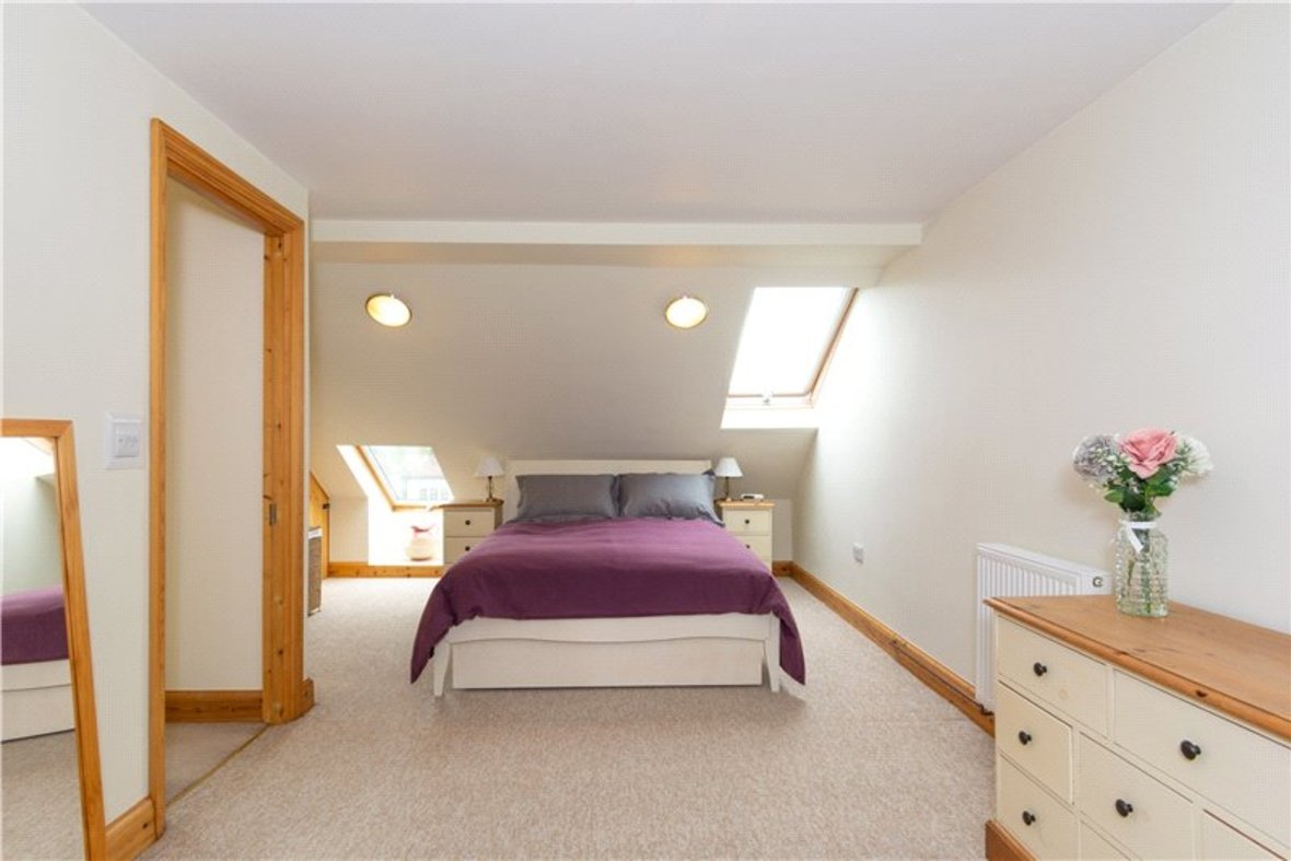 4 Bedrooms House For Sale in Tavistock Avenue, St. Albans, Hertfordshire - View 4 - Collinson Hall