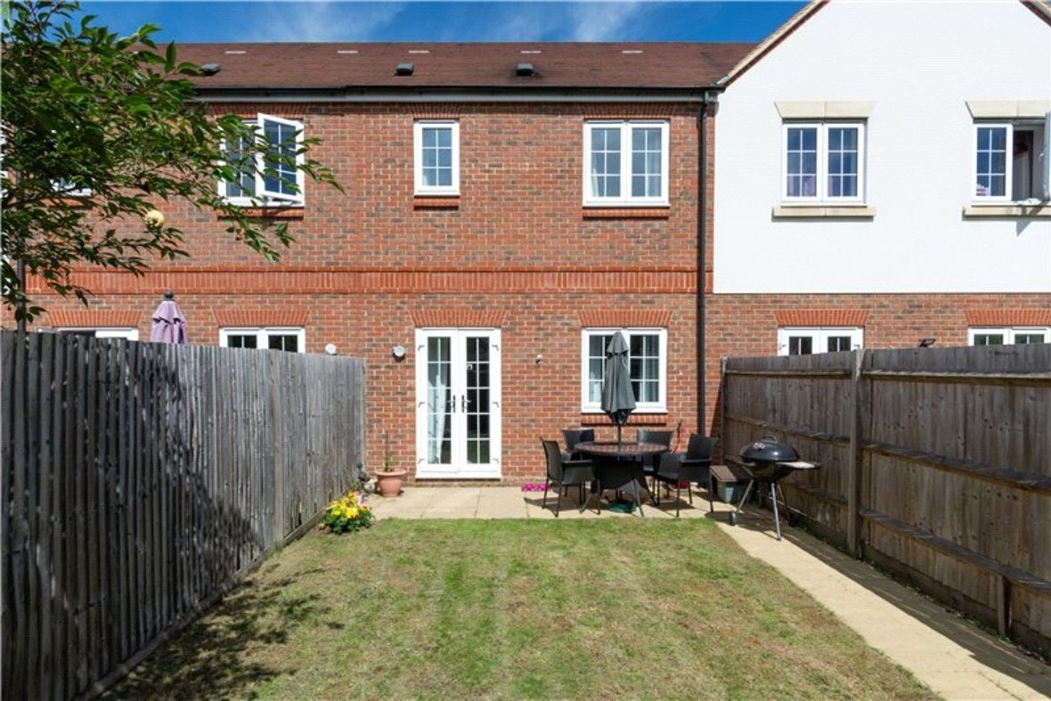 2 Bedrooms House New Instruction in Mortimer Crescent, Kings Park, St. Albans, Hertfordshire - View 7 - Collinson Hall