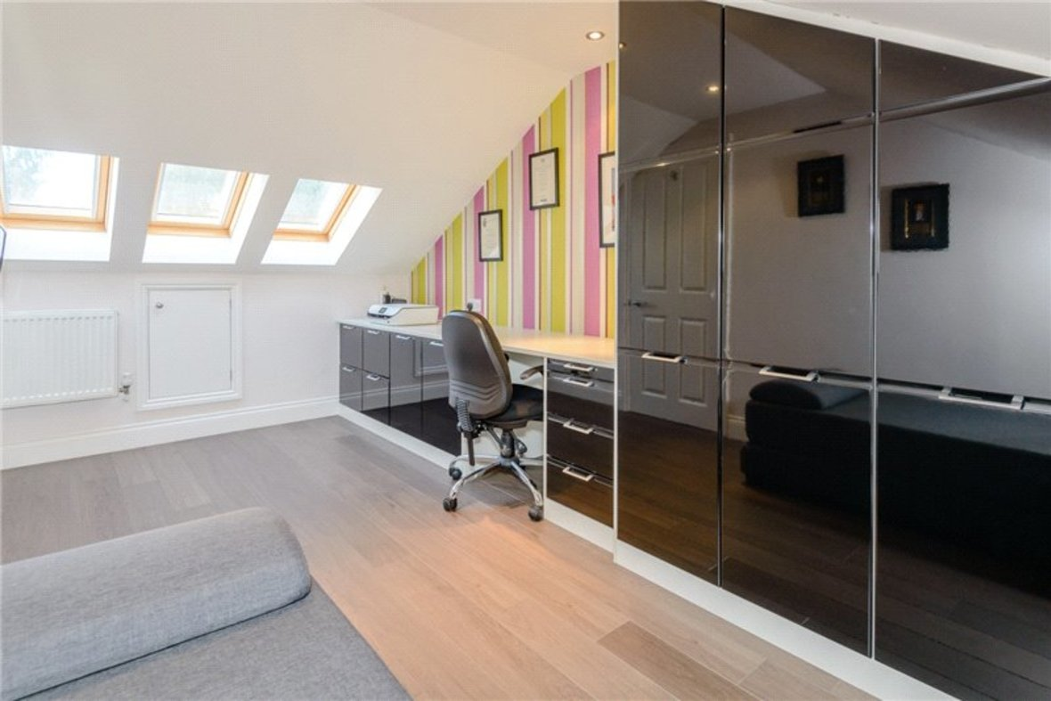 5 Bedroom House Sold Subject To Contract in Old Harpenden Road, St. Albans, Hertfordshire - View 9 - Collinson Hall