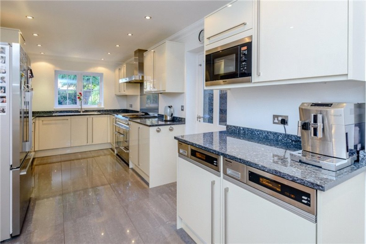 5 Bedroom House Sold Subject To Contract in Old Harpenden Road, St. Albans, Hertfordshire - View 5 - Collinson Hall