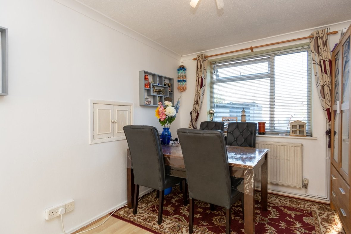 2 Bedroom House For Sale in Cell Barnes Lane, St Albans - View 3 - Collinson Hall