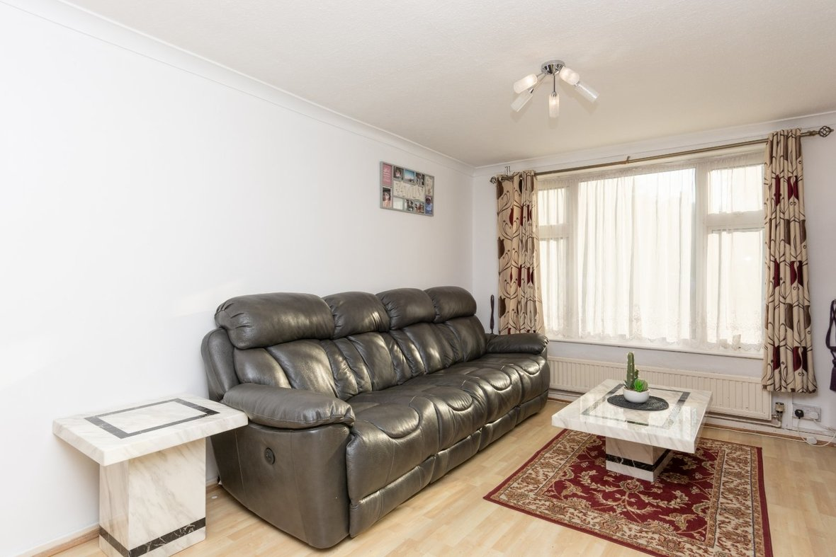 2 Bedroom House For Sale in Cell Barnes Lane, St Albans - View 2 - Collinson Hall
