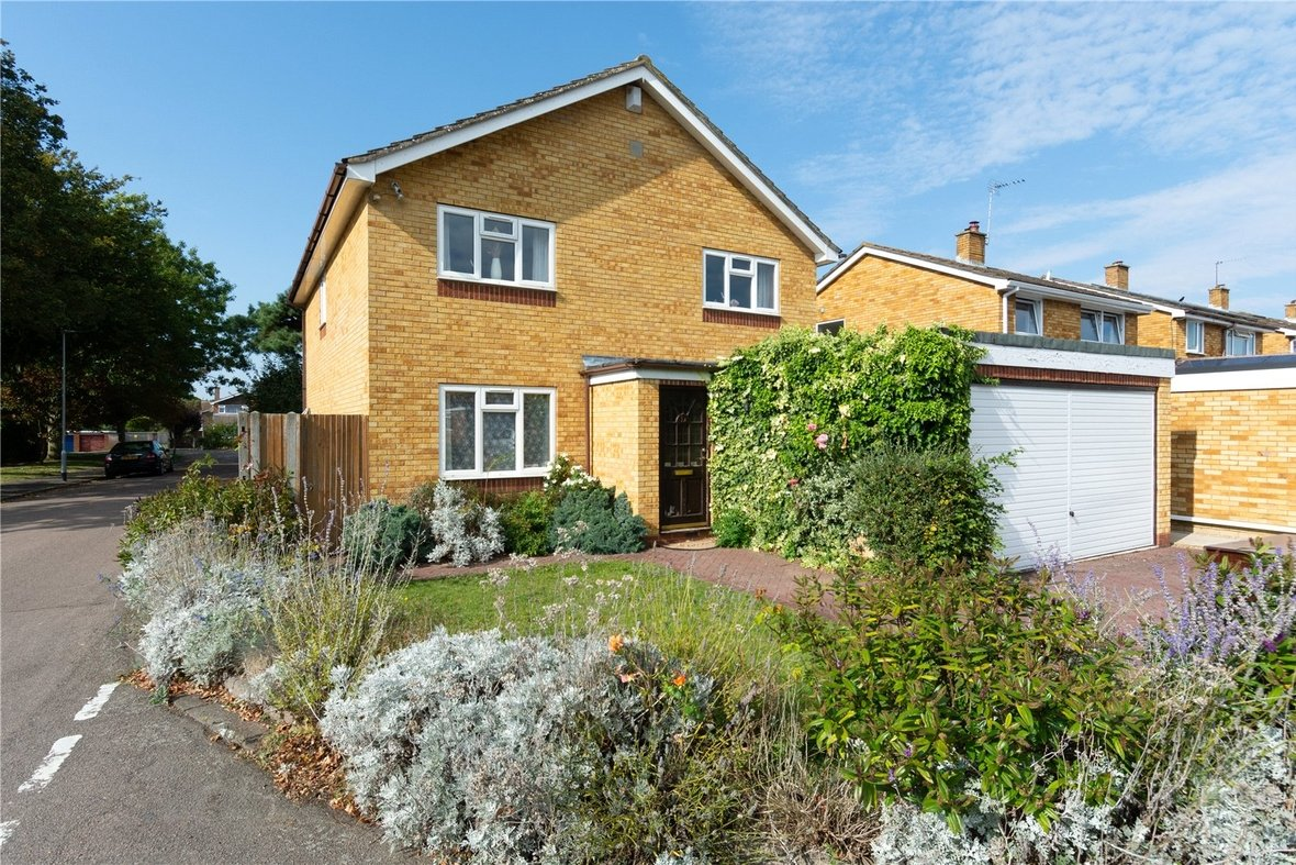 4 Bedroom House For Sale in Dubrae Close, St. Albans - View 2 - Collinson Hall