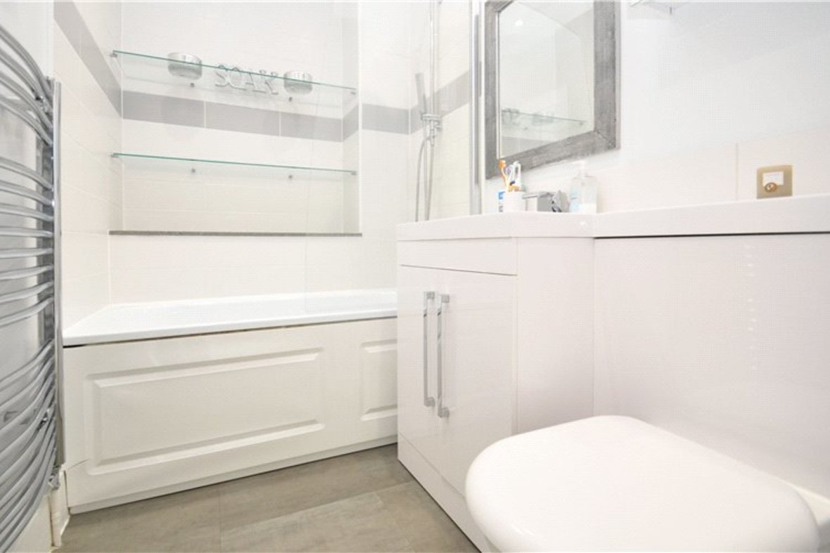 3 Bedrooms House For Sale in Kimberley Road, St. Albans, Hertfordshire - View 10 - Collinson Hall
