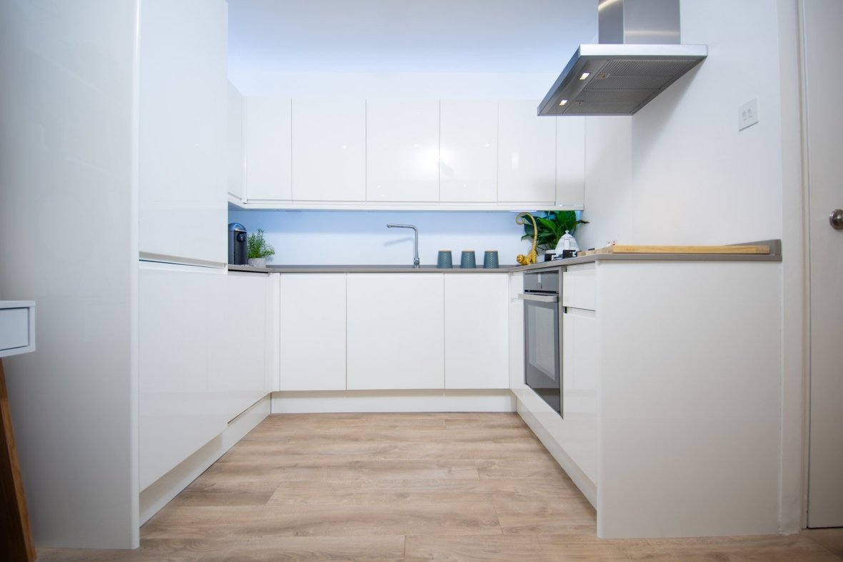 1 Bedroom Apartment Sold Subject To Contract in Hawkshill, Dellfield, St. Albans, Hertfordshire - View 9 - Collinson Hall