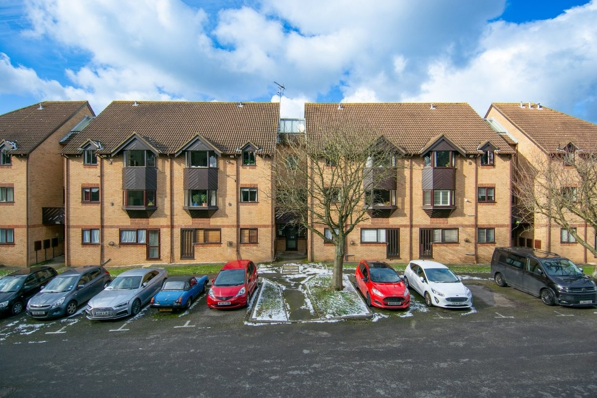 1 Bedroom Apartment Sold Subject To Contract in Hawkshill, Dellfield, St. Albans, Hertfordshire - View 1 - Collinson Hall