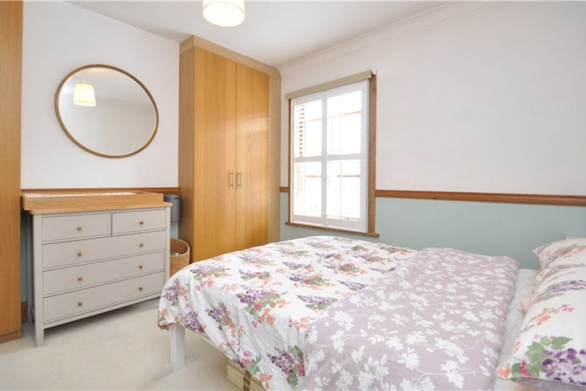 2 Bedrooms House For Sale in Branch Road, Park Street, St. Albans, Hertfordshire - View 6 - Collinson Hall