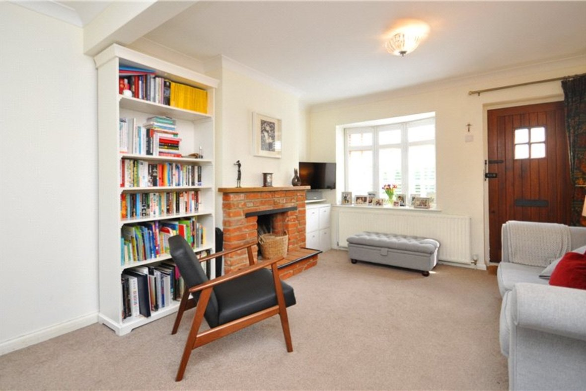 2 Bedrooms House For Sale in Branch Road, Park Street, St. Albans, Hertfordshire - View 2 - Collinson Hall