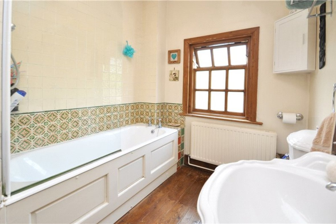 2 Bedrooms House For Sale in Branch Road, Park Street, St. Albans, Hertfordshire - View 9 - Collinson Hall