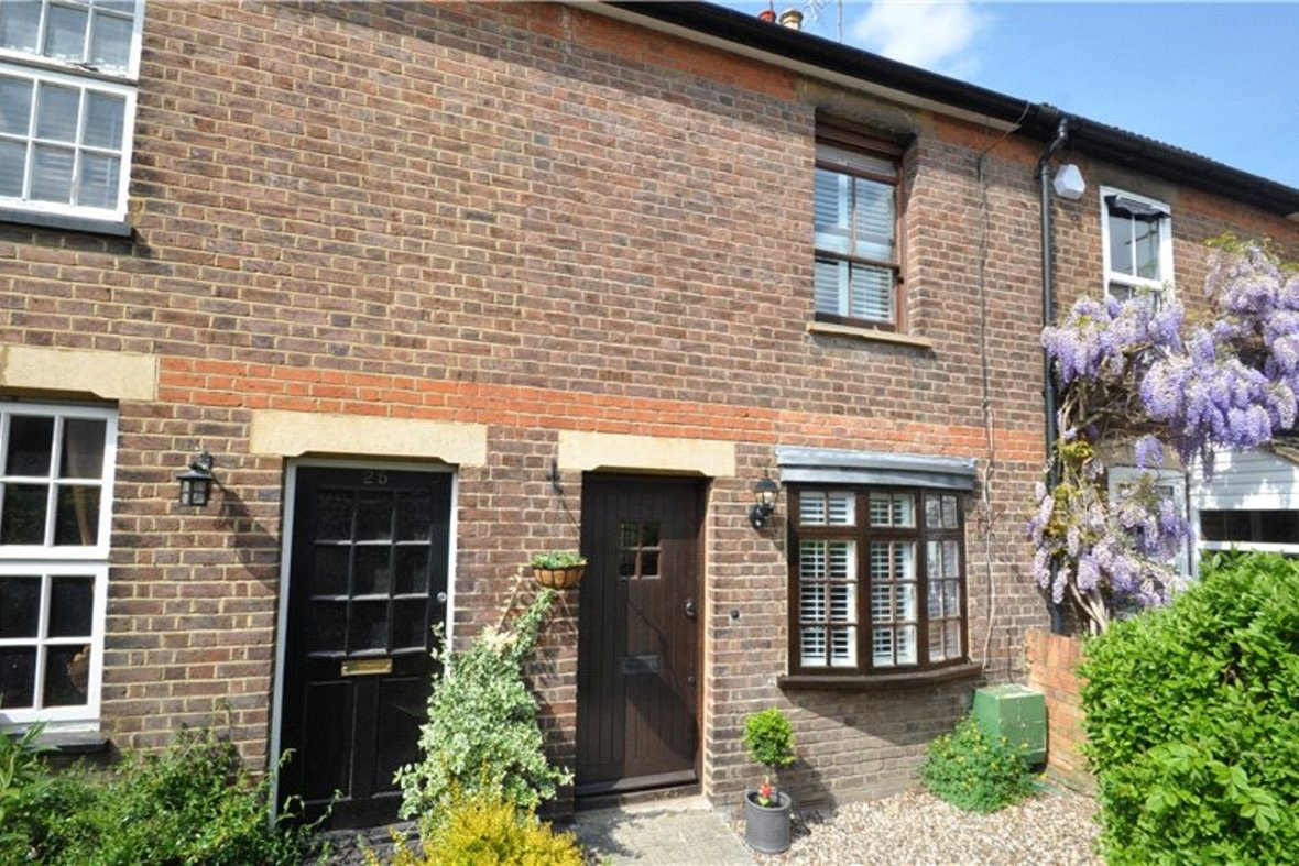 2 Bedrooms House For Sale in Branch Road, Park Street, St. Albans, Hertfordshire - View 1 - Collinson Hall