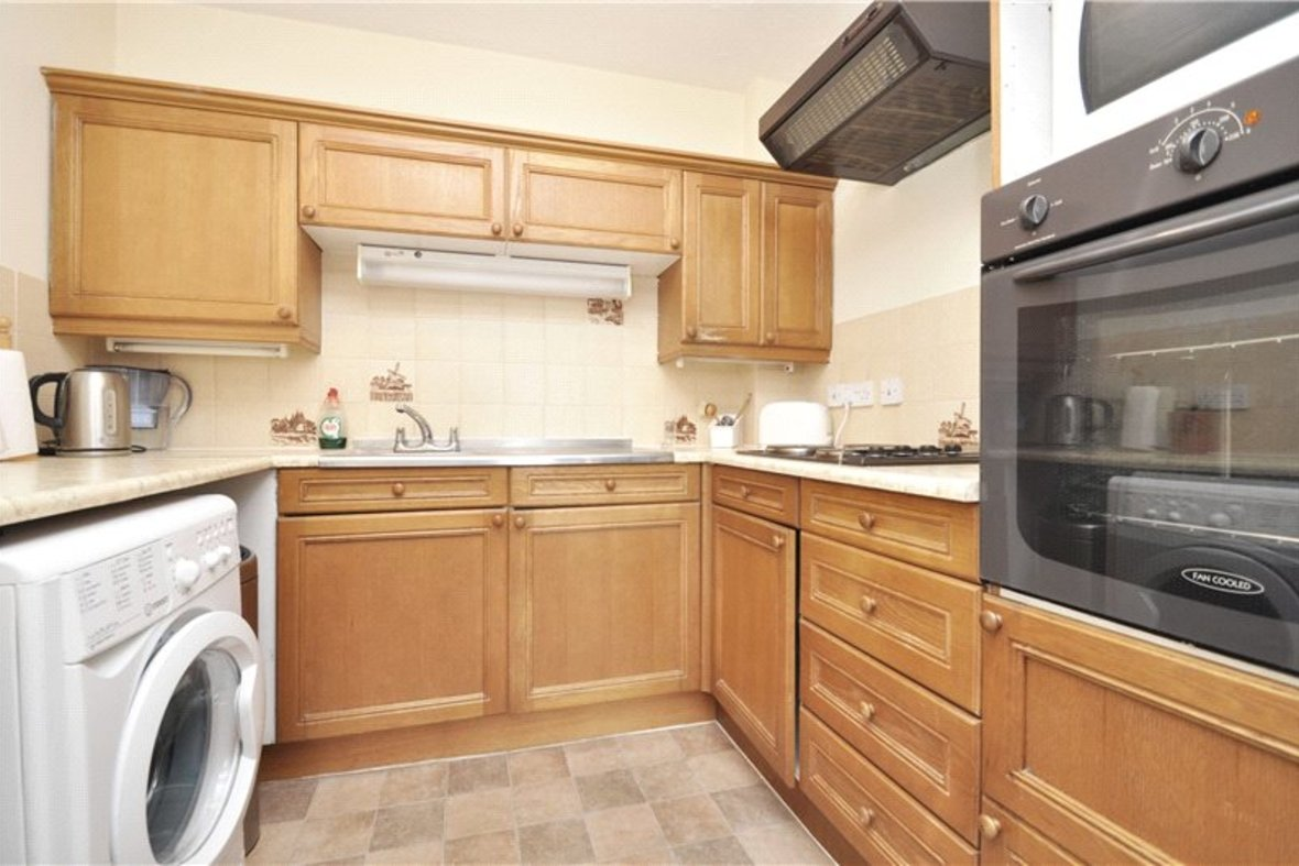 1 Bedroom Apartment For Sale in Davis Court, Marlborough Road, St. Albans, Hertfordshire - View 4 - Collinson Hall
