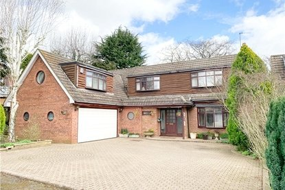 4 Bedrooms House Sold Subject To Contract in Barry Close, Chiswell Green, St. Albans - Collinson Hall