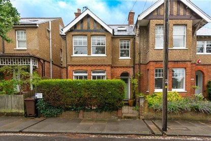 4 Bedroom House Sold Subject To Contract in Kingsbury Avenue, St. Albans, Hertfordshire - Collinson Hall