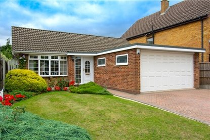 3 Bedroom Bungalow For Sale in Penman Close, St. Albans, Hertfordshire - Collinson Hall