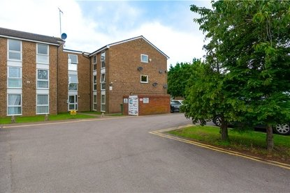 2 Bedroom Apartment For Sale in Wyedale, London Colney, St. Albans, Hertfordshire - Collinson Hall