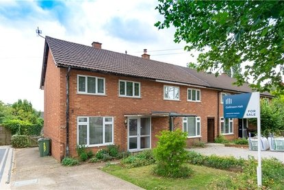2 Bedroom House For Sale in Drakes Drive, St Albans City, St Albans - Collinson Hall