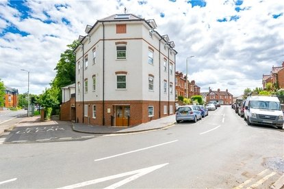 1 Bedroom Apartment For Sale in Approach Road, St. Albans, Hertfordshire - Collinson Hall