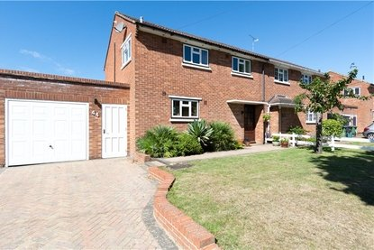 3 Bedroom House Sold Subject To Contract in Cavan Drive, St. Albans, Hertfordshire - Collinson Hall