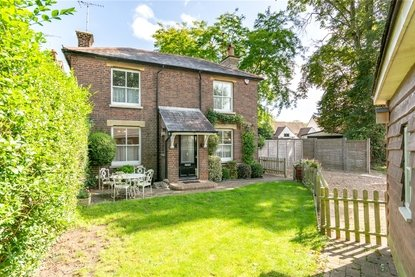 3 Bedroom House For Sale in Park Street, St. Albans, Hertfordshire - Collinson Hall