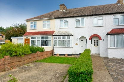 4 Bedroom House New Instruction in Leyland Avenue, St Albans - Collinson Hall