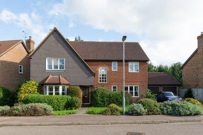 5 Bedroom House New Instruction in Tithe Barn Close, St. Albans, Hertfordshire - Collinson Hall