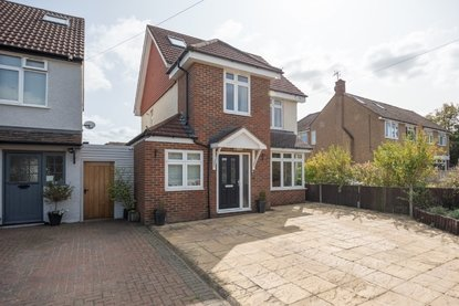 4 Bedroom House For Sale in Park Street Lane, Park Street, St. Albans, Hertfordshire - Collinson Hall
