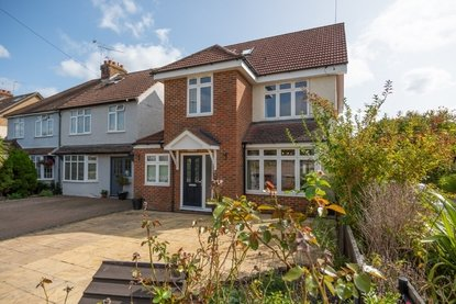4 Bedroom House New Instruction in Park Street Lane, Park Street, St. Albans, Hertfordshire - Collinson Hall