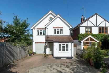5 Bedroom House For Sale in Marford Road, Wheathampstead, St. Albans - Collinson Hall