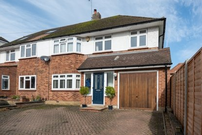 5 Bedroom House For Sale in Hammers Gate, St. Albans - Collinson Hall