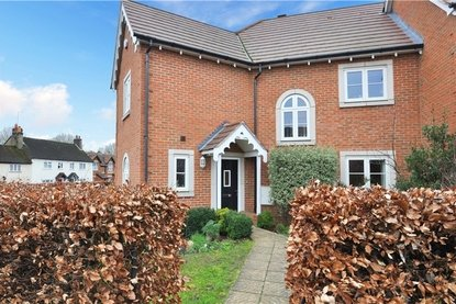 4 Bedroom House For Sale in Frederick Place, Park Street, St. Albans, Hertfordshire - Collinson Hall