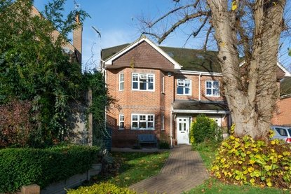 4 Bedroom House Sold Subject To Contract in Bluebell Close, Park Street, St. Albans, Hertfordshire - Collinson Hall