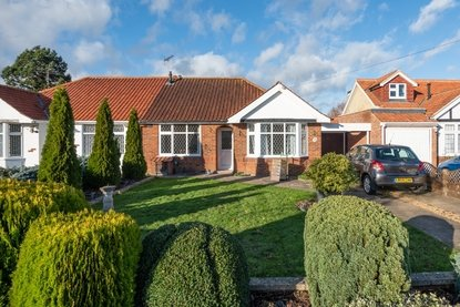 1 Bedroom Bungalow For Sale in Hollybush Avenue, St. Albans - Collinson Hall