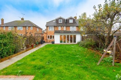 4 Bedroom House New Instruction in Spooners Drive, Park Street, St. Albans - Collinson Hall